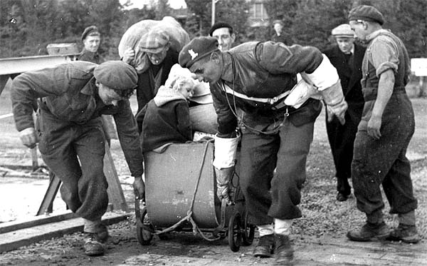 Photo depicts refugees in Belgium returning home in 1945.