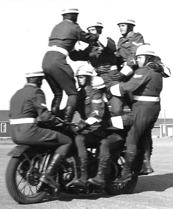 C Pro C M/C Display Team-1955.