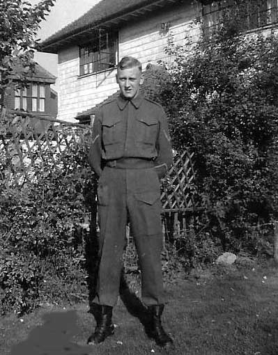 Photo of LCpl Landstra in 1942 in England.